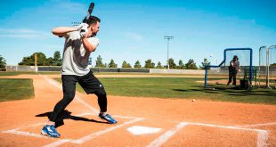 Baseball-Star-Kris-Bryant-Gets-Pranked-by-Hall-of-Famer-Greg-Maddux